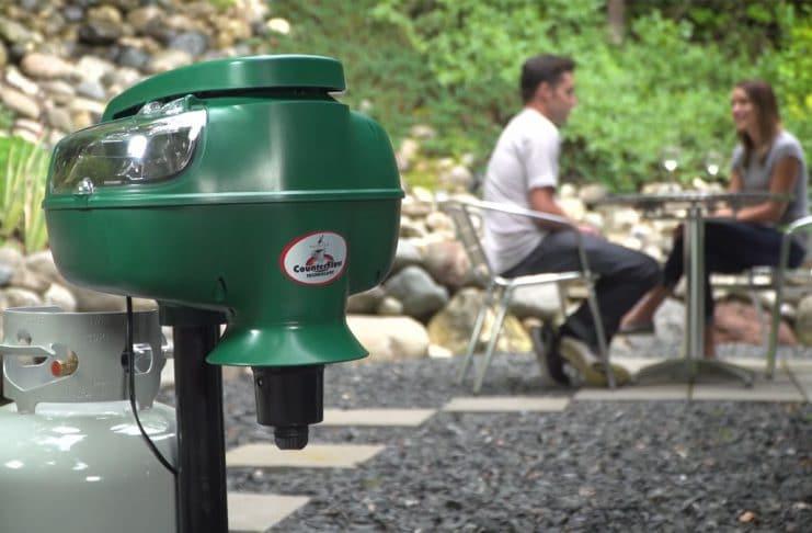 Mosquito magnet pioneer sur une terrasse